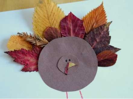 Не упускайте это время, соберите побольше разных листочков большие и маленькие, желтые, красные и зелёные