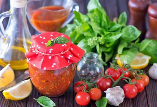 Рецепты аджики из помидоров и чеснока с яблоками,
