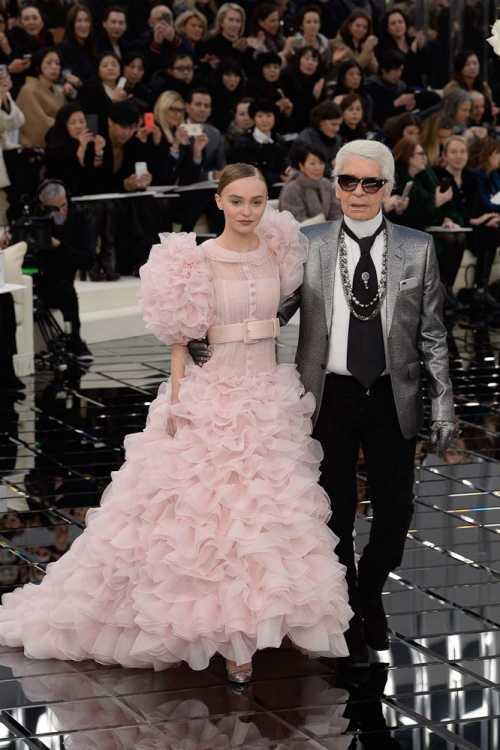 Под водопадом: показ Chanel весна