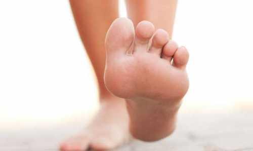 Почему возникает жгучая боль в ступнях