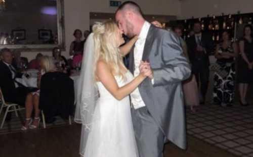Мадонна выставила свадебное платье на аукцион