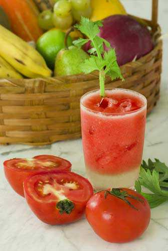 Овощной смузи с сельдереем и помидором