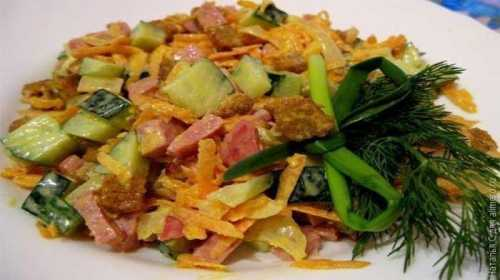 Рецепты салата с колбасой и сухариками, секреты
