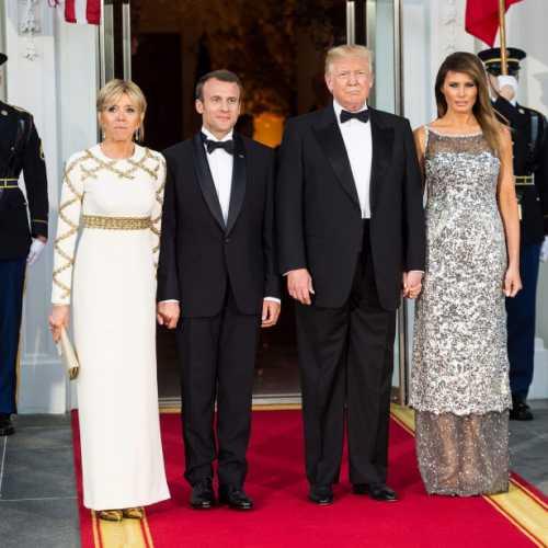 Мелания Трамп осталась без модельера